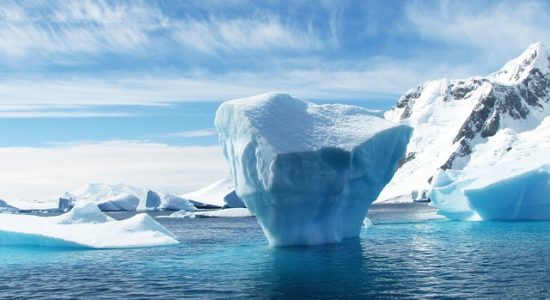antarctica-iceberg-404966_640