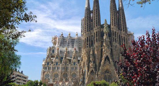 barcelona-sagrada-familia-552084_640